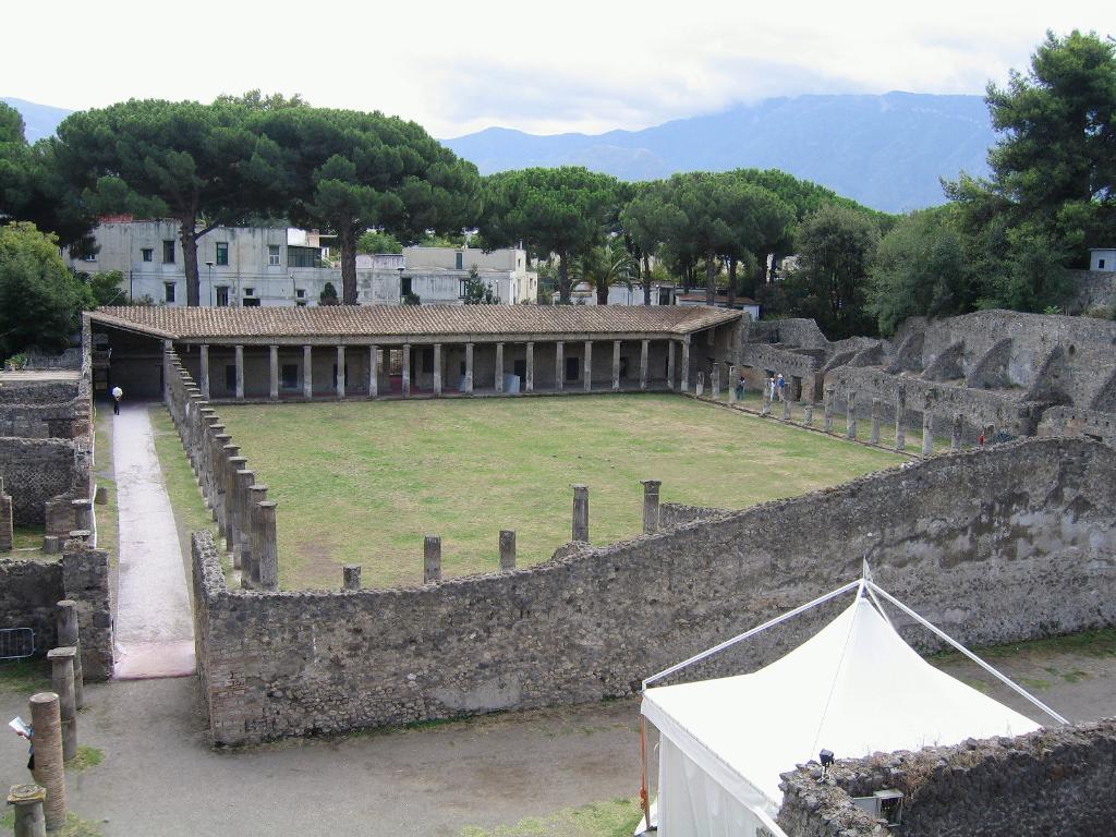 Pompeje teatr (2003)